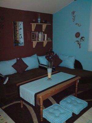 Chambre avec coin salon turquoise et marron d co for Chambre garcon marron et bleu
